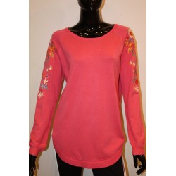 pull broderie manche